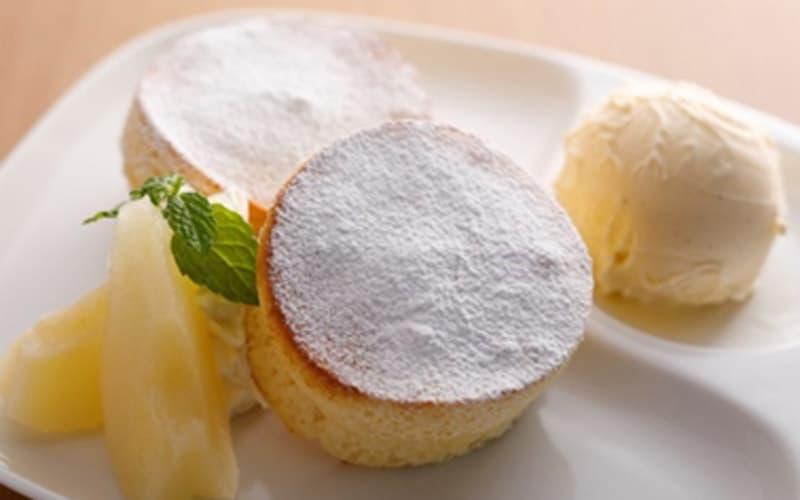 洋梨とバニラアイスクリーム 淡路島スフレパンケーキ
